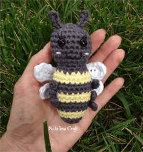 how to crochet a honey bee